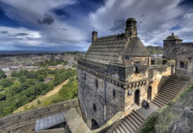 15877345-view-from-the-walls-of-edinburgh-castle-in-edinburgh-scotland-uk